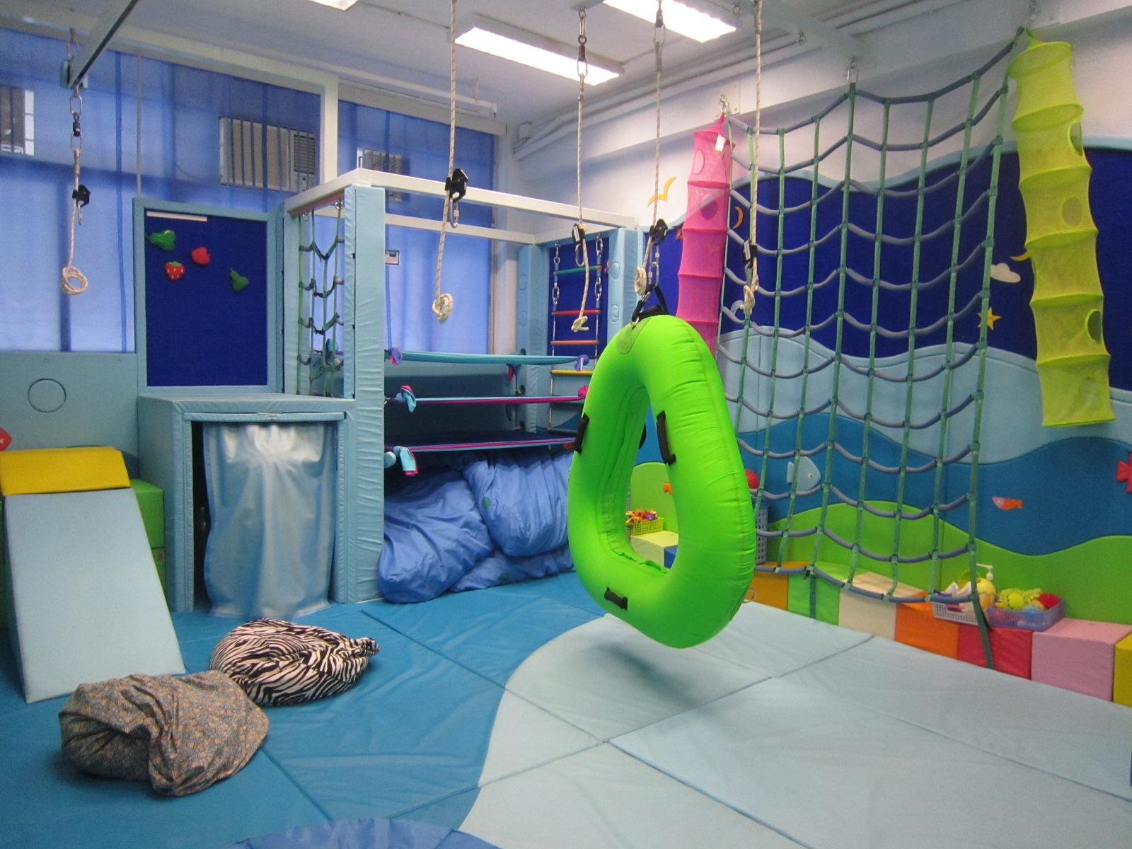 中心備有大型感覺統合室,可作親子治療課堂之用