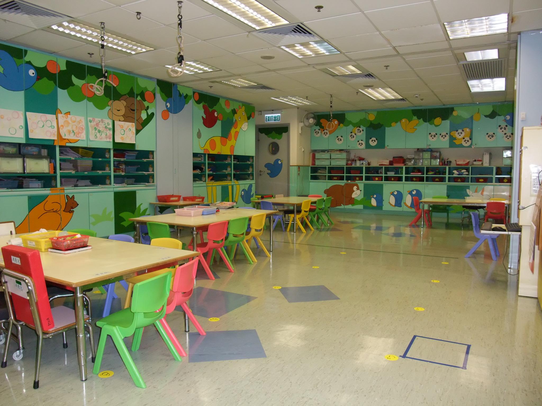 以森林為佈置主題的課室,提供了寬敞的空間讓兒童活動