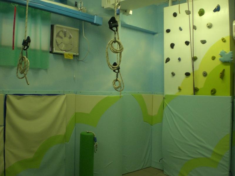 感覺統合治療室設有攀石牆