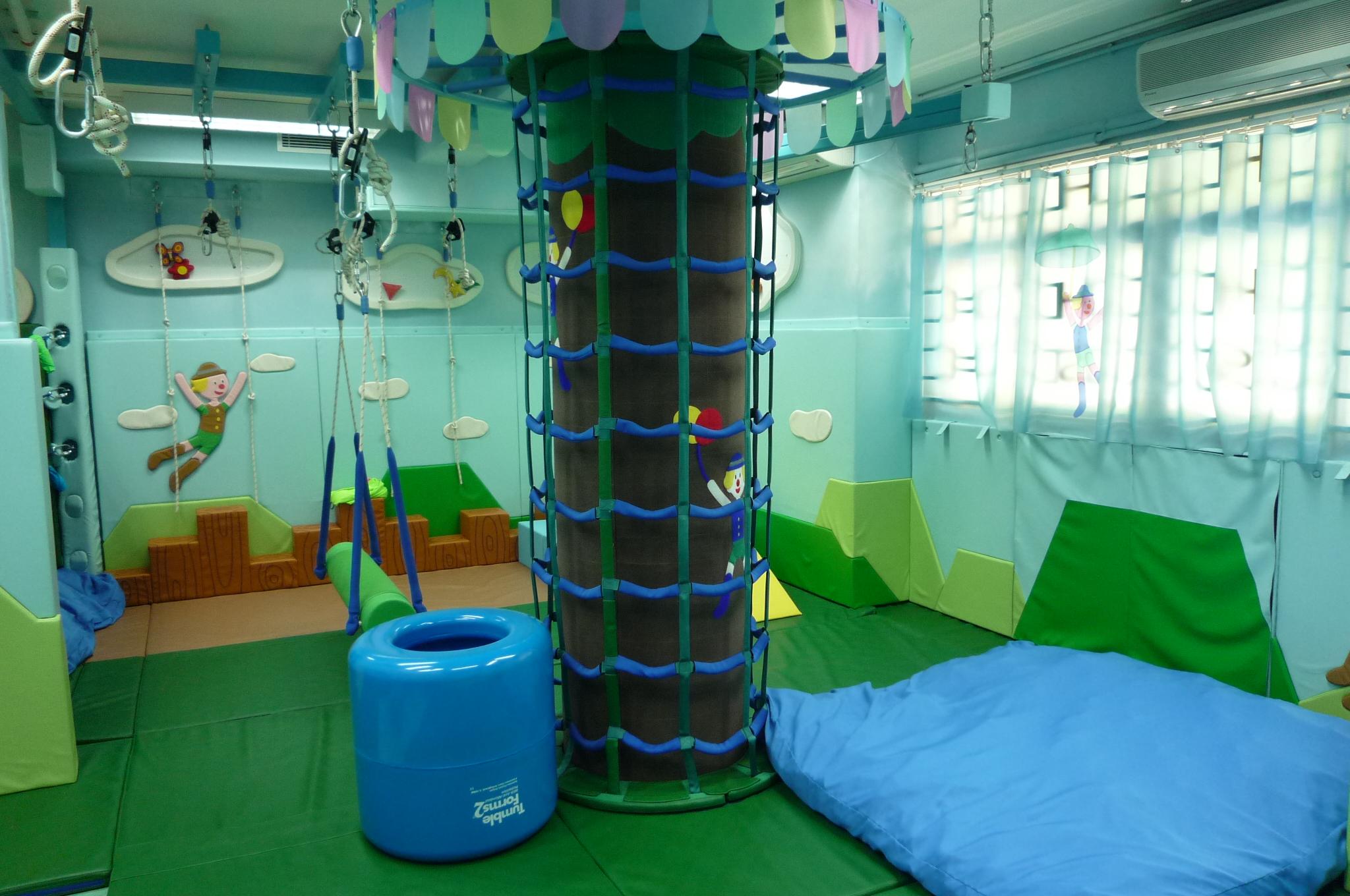 感覺統合室:可加強兒童之身體協調、動作計劃及組織能力