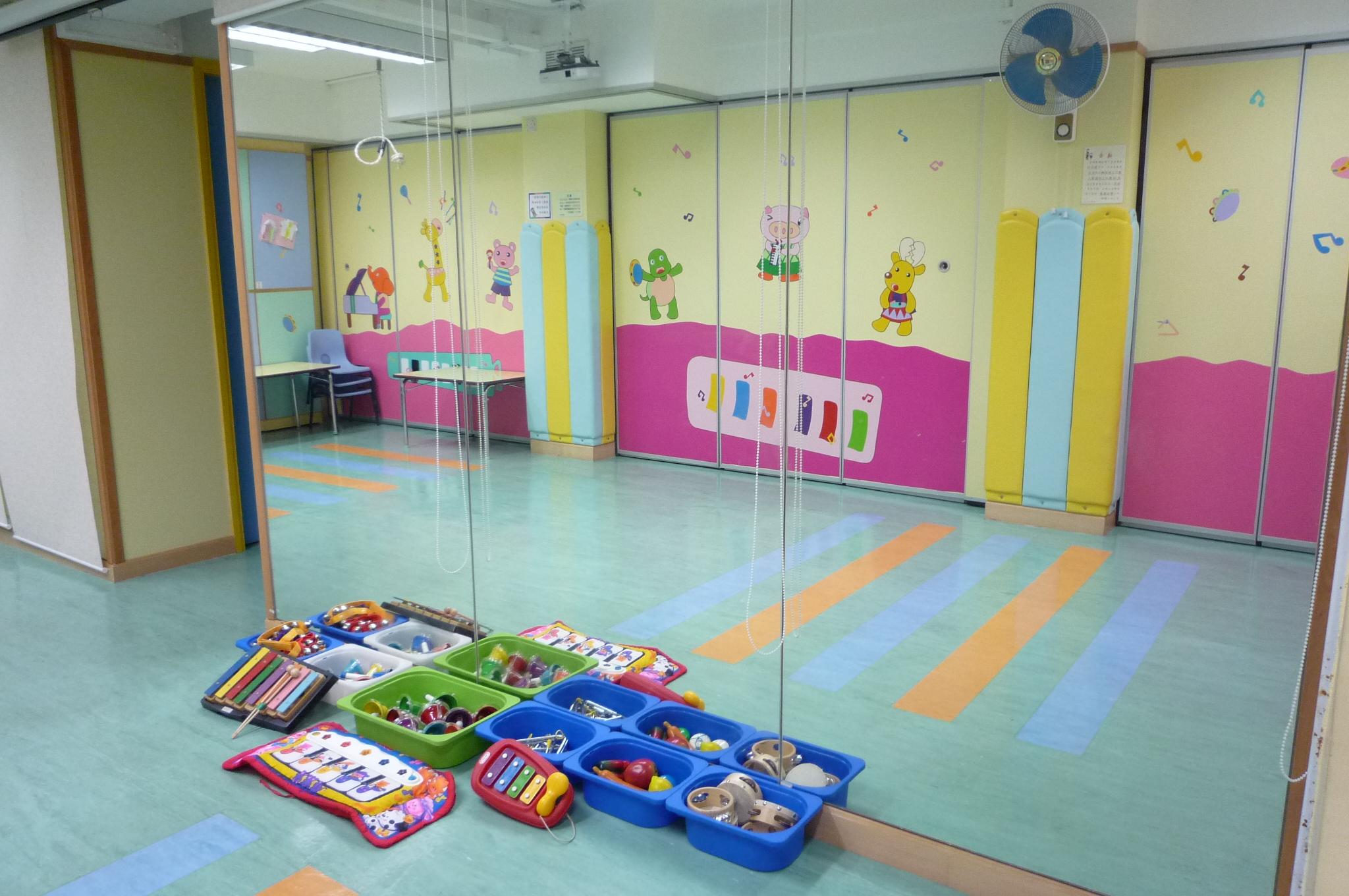 音樂律動室:設有鏡、各類樂器及引發律動之材料