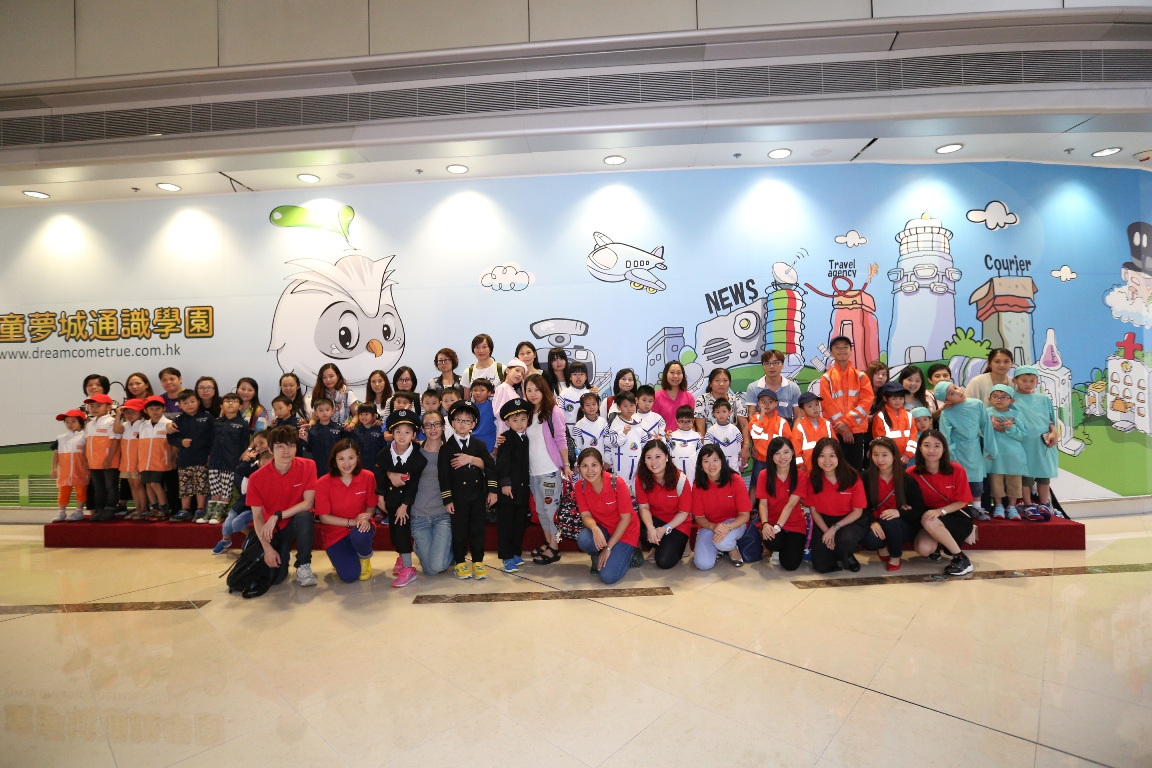 Volunteers from Wyeth Nutrition visited Dream Come True with Jockey Club Centre's children